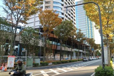 「パークシティ武蔵小杉 ザ ガーデン タワーズイースト」の低層部商業施設