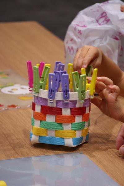 紙バンドで作る虹色ボックス