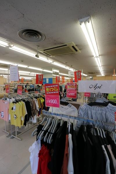 売り場の衣料品