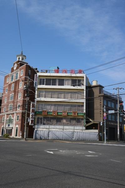 解体されることになった「焼肉北京」のビル