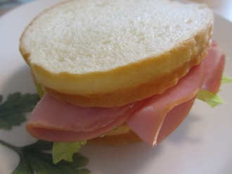 ラウンド食パンのサンドイッチ