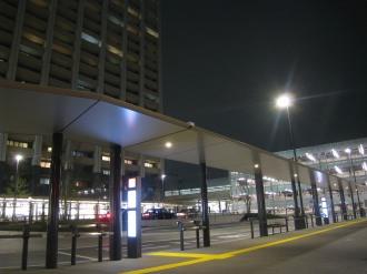横須賀線武蔵小杉駅ロータリーとレジデンス・ザ・武蔵小杉