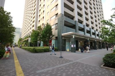 レジデンス・ザ・武蔵小杉前の歩道
