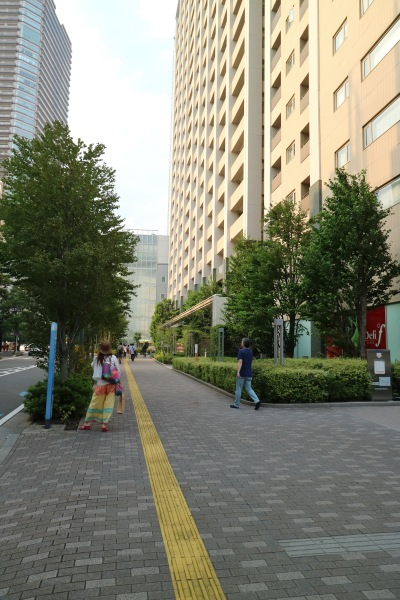 都市計画道路側の歩道