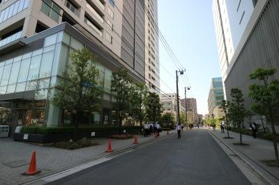シティハウス武蔵小杉のデイリーヤマザキとリカザイ新本社ビルのセブンイレブン