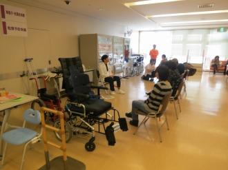 転倒予防体操・車椅子体験・松葉杖体験