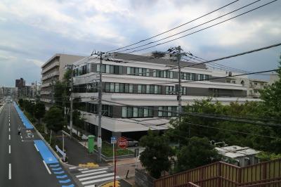 関東労災病院の事務管理棟