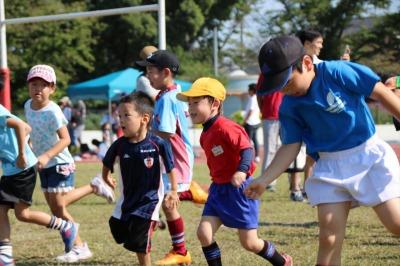 10月に開催された親子ラグビー体験の様子
