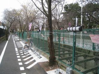 二ヶ領用水沿いの東急武蔵小杉駅自転車等第4駐車場