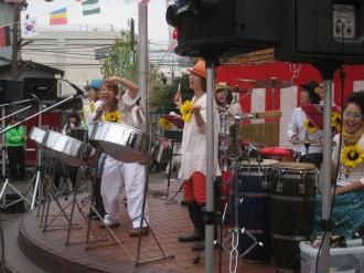 「2010丸子・小杉桜まつり」のオカピさん(センター)