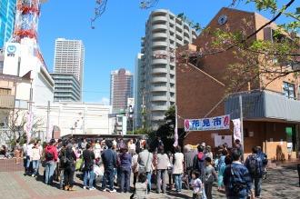 「こすぎ名物花見市」メインステージ(総合自治会館前広場)