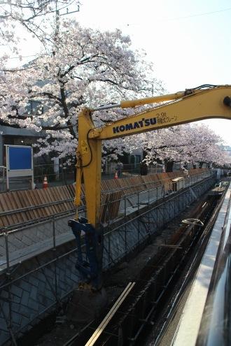 工事中の親水湯歩道延長区間