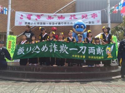 総合自治会館前のメインステージ「KSG48」