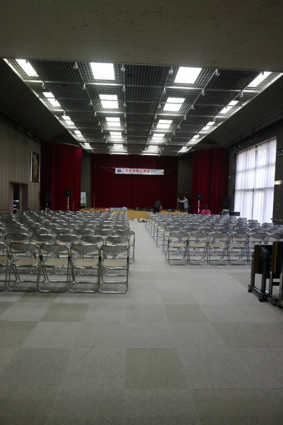 屋内ステージ