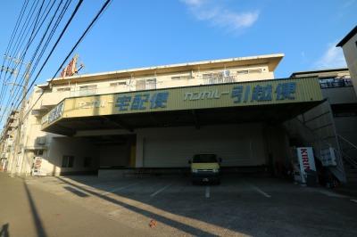 「西濃運輸川崎支店」(南武沿線道路沿いに残された事務所建物)