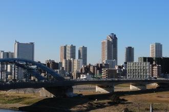 丸子橋と武蔵小杉の高層ビル