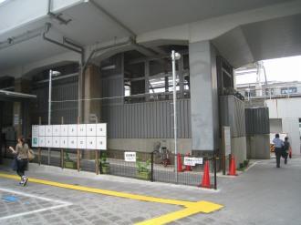 横須賀線武蔵小杉駅前の掲示板