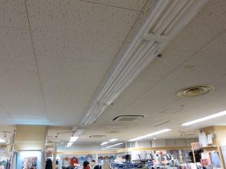 店舗内照明の間引き