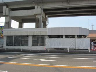 「セブンイレブン川崎今井仲町店」の既存部分と増築部分