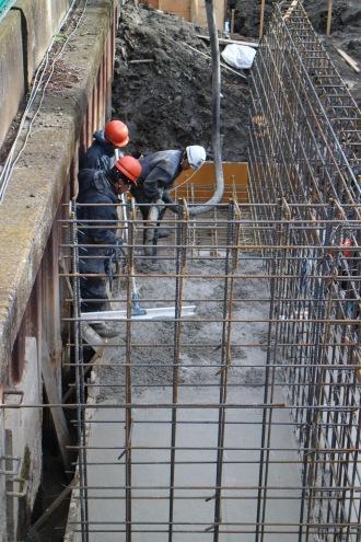 階段部分のコンクリート注入