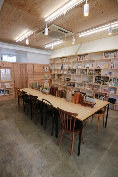 「Book&Cafe stand Shinjo Gekijo」の店内