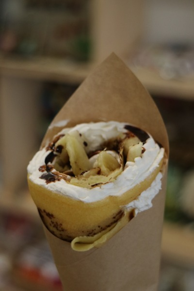 米粉を使ったクレープ(チョコバナナホイップ)