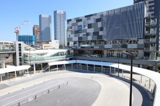 「シンカモール」側の駅前交通広場