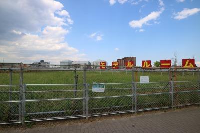横須賀線沿いの空き地