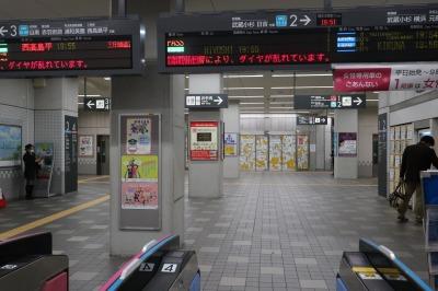 新丸子駅改札口から見た店舗区画