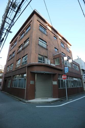 長屋の隣の「大山組」旧本社ビル