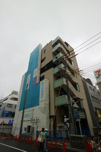 「お好み焼 忍」の新築ビル