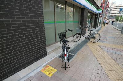 1階「ファミリーマート武蔵小杉駅西店」前の駐輪
