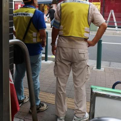 駅前の自転車整理員