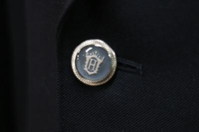 ボタンの「H」の校章