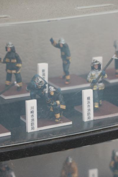 各自治体の消防隊員のフィギュア
