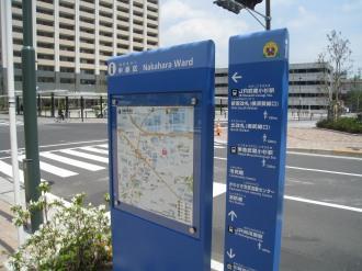 横須賀線武蔵小杉駅ロータリー沿い