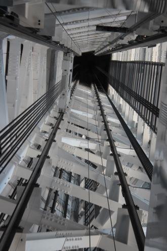 「展望回廊」へのエレベーター