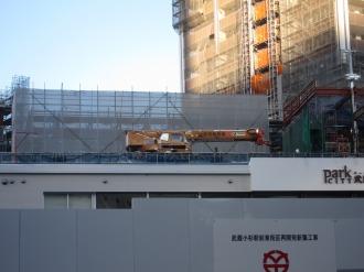 東急武蔵小杉駅ビル建設工事の重機