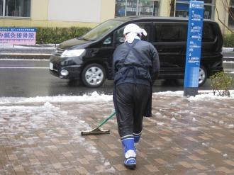 デリド武蔵小杉前の雪かき
