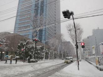 武蔵小杉タワープレイス前の積雪