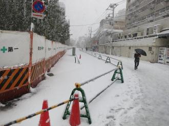 エクラスタワー武蔵小杉前の積雪