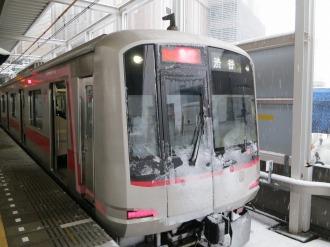 雪をかぶった東急東横線