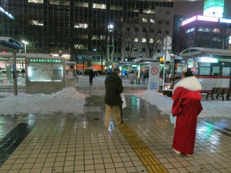 夜の武蔵小杉駅北口ロータリー