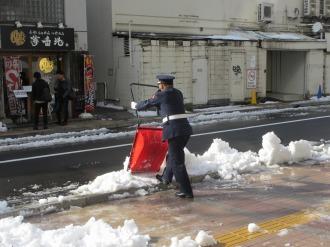 スタッフによる雪かき