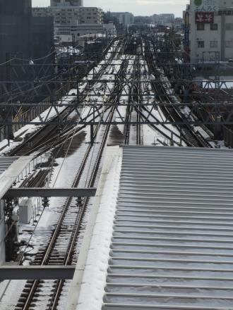 雪の残った東急線