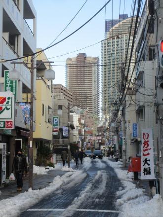 サライ通り商店街の雪景色
