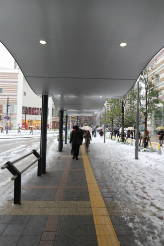 武蔵小杉駅東口駅前広場の屋根