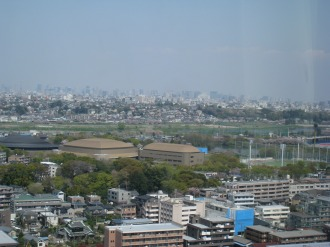 富士通川崎工場本部ビルから見るとどろきアリーナ
