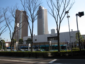 JR武蔵小杉駅ロータリーと駅舎