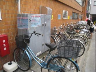 裏手の自転車置き場